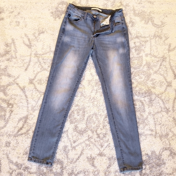 GOOD CONDITION KANCAN STRETCHY SKINNY BLUE JEANS